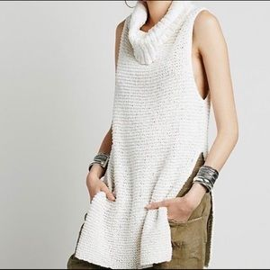 Cream White horses sleeveless turtleneck tunic